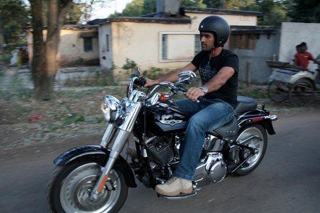 ms-dhoni-and-his-bikes-50ce7f938e5b3-img