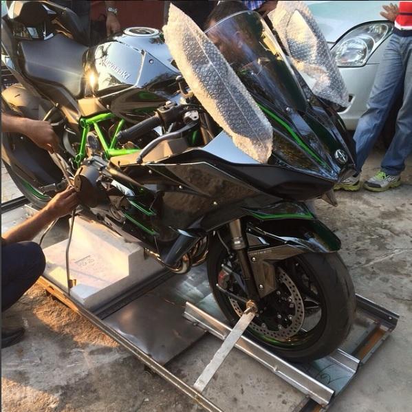 ms-dhoni-bike-collection-ninja-h2r.jpg